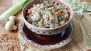 Фото рецепта Гречневая каша с грибами и луком-пореем