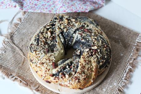Рождественский маковый кекс готов. Обильно посыпаем сахарной пудрой и украшаем на своё усмотрение. Готовьте с удовольствием и хорошего вам праздника!