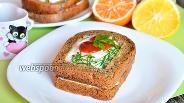 Фото рецепта Бутерброд с яйцом и сметанно-грибным соусом