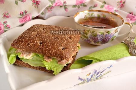 Сытный сэндвич с тунцом