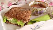Фото рецепта Сытный сэндвич с тунцом