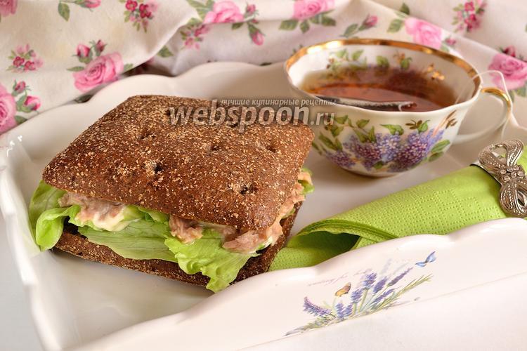 Фото Сытный сэндвич с тунцом