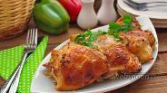 Фото рецепта Куриные бёдра на подушке из лука-порея
