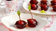 Фото рецепта Коктейльная вишня в желе из глинтвейна