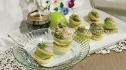 Фото рецепта Канапе с провесной скумбрией и яблоком