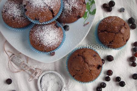 Шоколадные кексы со смородиной