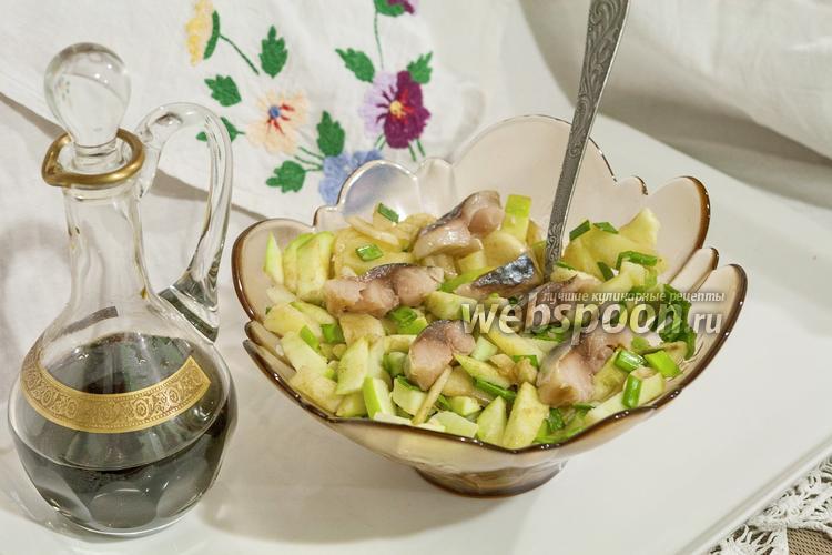 Фото Салат с провесной скумбрией, картофелем и зелёным яблоком