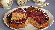 Фото рецепта Вишнёвый торт-перевёртыш с рубленными орехами