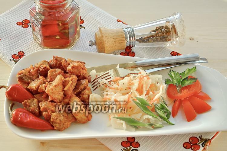 Фото Нежная свинина с имбирём и квашеной капустой