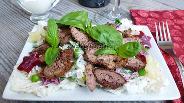 Фото рецепта Салат из куриной печени со свёклой и огурцом