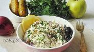Фото рецепта Салат с сельдью, луком и маринованными огурцами