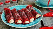 Фото рецепта Блинчики «Red Velvet» с маскарпоне и малиной