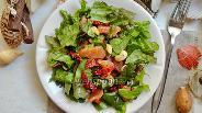 Фото рецепта Салат с вялеными помидорами и орехами кешью