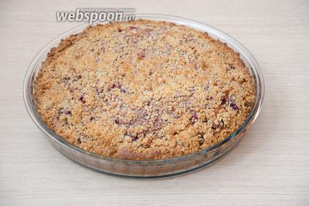 Готовый пирог достать из духовки и дать ему немного остыть. А пока, можно заварить чай.