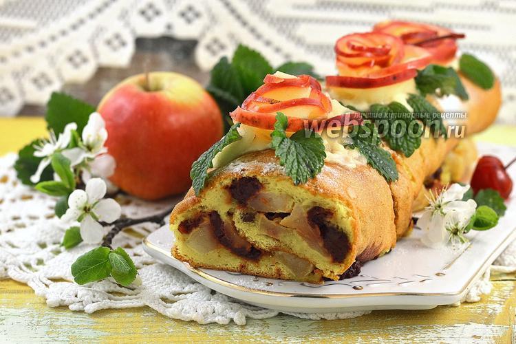 Фото Быстрый рулет с яблоками и консервированной вишней
