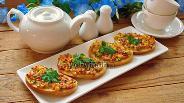 Фото рецепта Горячие бутерброды с колбасным сыром