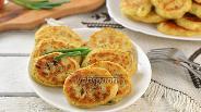 Фото рецепта Дрожжевые оладьи из сардины в масле
