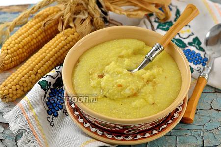 Кукурузная каша с картофелем и жареным луком