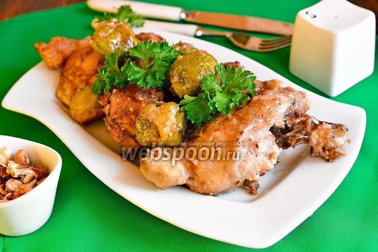 Фото Курица с орехами и брюссельской капустой