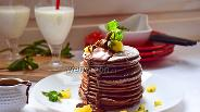 Фото рецепта Шоколадные панкейки с кунжутом и яблочно-мятным соусом