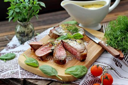 Стейк из говядины с перечным соусом