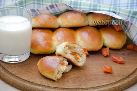 Фото рецепта Духовые пирожки с творогом и курагой, в хлебопечке