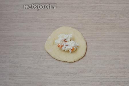 Дрожжевые пирожки с творогом и курагой в духовке - рецепт пошаговый с фото