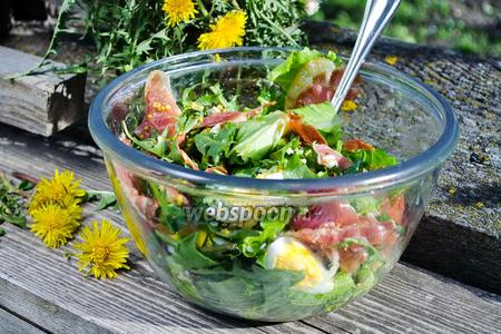 Фото рецепта Салат из листьев одуванчика
