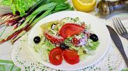 Фото рецепта Салат из черемши с помидорами
