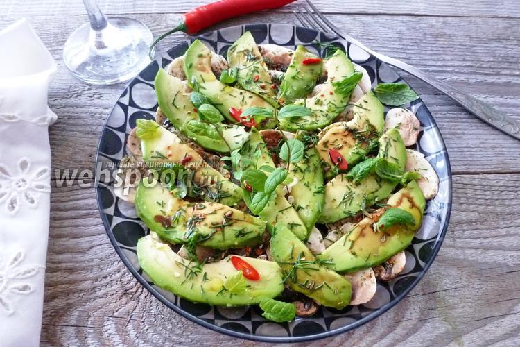 Фото Салат из шампиньонов, авокадо и мяты