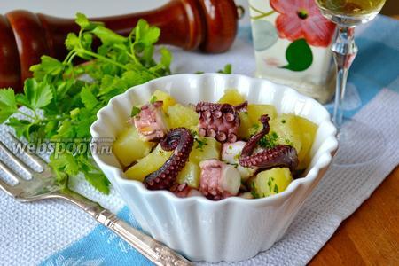 Салат с осьминогом и картофелем