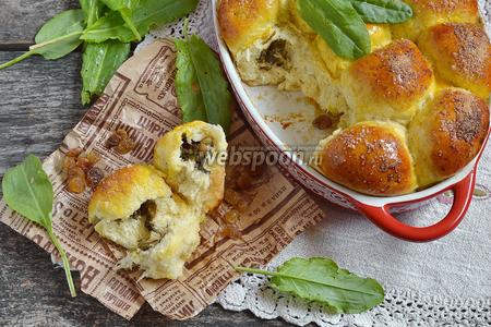 Пирожки со щавелем и изюмом