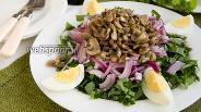 Фото рецепта Салат с черемшой и яйцом