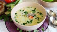 Фото рецепта Сырный суп с домашними колбасками и черемшой