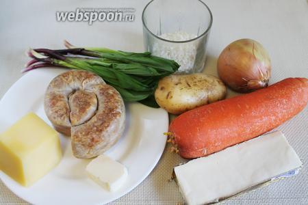 Для супа взять картофель, морковь, рис, лук, колбасу, сыр, масло, черемшу, соль, пряности.