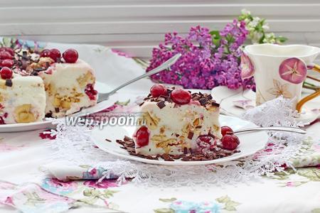 Творожно-йогуртовый торт с вишней и бананом