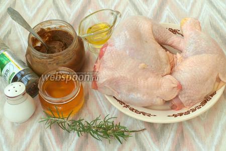 Для приготовления блюда взять части курицы (у меня 3 окорочка), горчицу, мёд, оливковое масло, соль, перец и свежий розмарин.