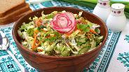 Фото рецепта Салат из молодой капусты с редисом, огурцом и морковью