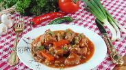 Фото рецепта Гуляш из свинины с красным вином и зелёным горошком