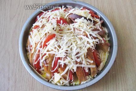 Затем достать коблер из духовки, посыпать тёртым твердым сыром и опять вернуть в духовку на 5-7 минут до расплавления сыра.