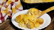 Фото рецепта Цветная капуста, запечённая с фрикадельками в соусе