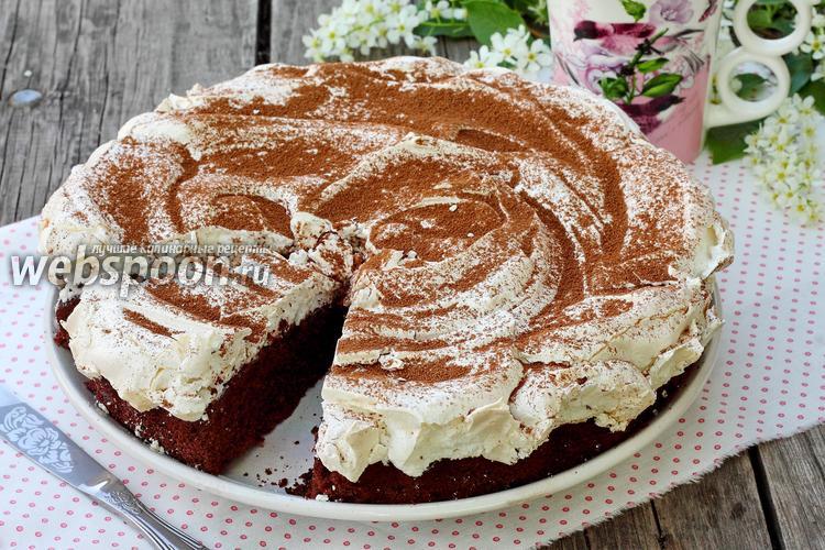 Фото Шоколадный пирог с меренгой