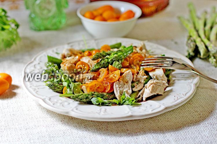 Фото Салат с кумкватом, курицей и спаржей