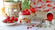 Фото рецепта Завтрак в стакане с йогуртом и ягодами годжи