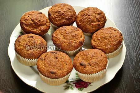 Достаём из духовки и даём немного остыть. Эти кексы можно подавать тёплыми. Мне такие кексы больше понравились тёплыми. Вкусные и ароматные кексы с отрубями и ягодами годжи готовы.