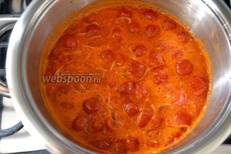 Дайте постоять готовому супу минут 10 и подавайте, разлив по тарелкам. По желанию можно посыпать суп тёртым сыром Пармезан и украсить листиками базилика. Приятного аппетита!
