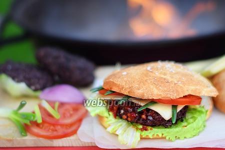 Гамбургер на гриле
