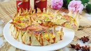 Фото рецепта Закусочный пирог с колбасой «Цветок»