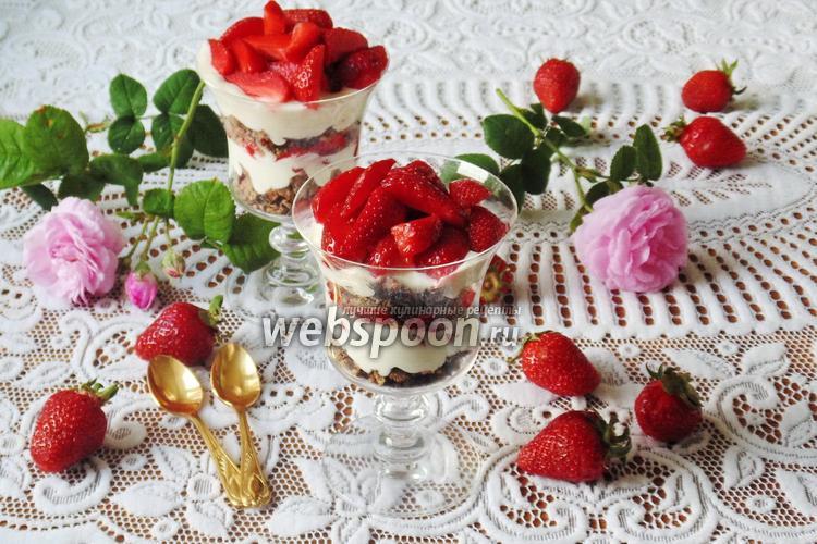 Фото Клубничный десерт с шоколадным печеньем