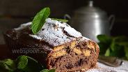 Фото рецепта Шоколадный манник с печеньем и консервированной вишней